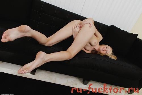 Алистрина мастурбация члена руками